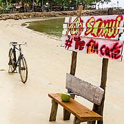 THA/Koh Samui/20160804 - Vakantie Thailand 2016 Koh Samui, Bang Po Beach, Houten bankje
