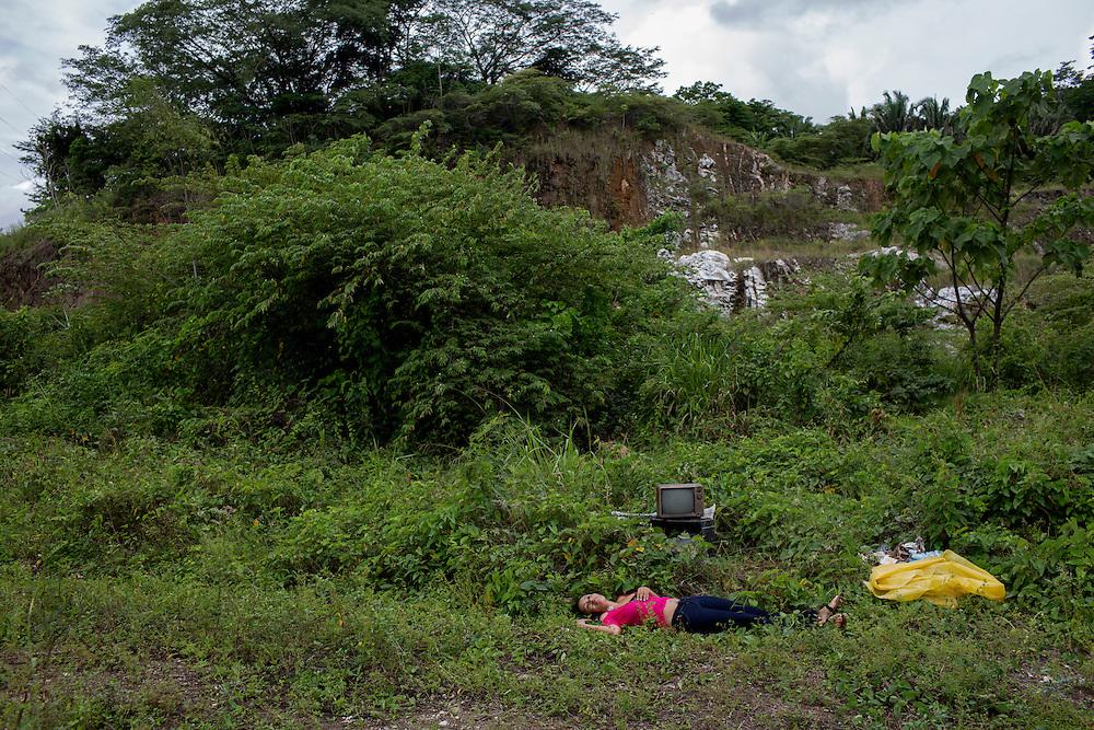 San Pedro Sula, Honduras<br /> <br /> En ung kvinna har m&ouml;rdats med ett flertal skott. Hennes kropp har sedan dumpats p&aring; en plats d&auml;r den hittats av f&ouml;rbipasserande.<br /> <br /> <br /> Photo: Niclas Hammarstr&ouml;m