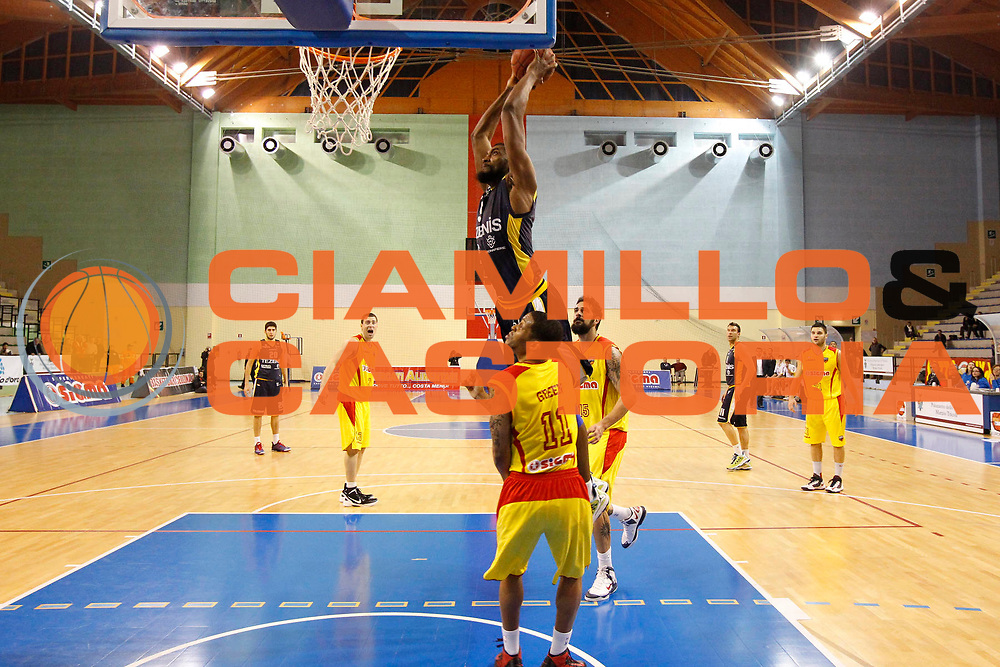 DESCRIZIONE : Pala Tricoli Cefalu Campionato Lega Basket A2 2012-13 Sigma Basket Barcellona Tezenis Verona<br /> GIOCATORE : Olaseli Abdul Jelili Lawal<br /> SQUADRA : Tezenis Verona<br /> EVENTO : Campionato Lega Basket A2 2012-2013<br /> GARA : Sigma Basket Barcellona Tezenis Verona<br /> DATA : 17/02/2013<br /> CATEGORIA : Penetrazione Schiacciata<br /> SPORT : Pallacanestro <br /> AUTORE : Agenzia Ciamillo-Castoria/G.Pappalardo<br /> Galleria : Lega Basket A2 2012-2013 <br /> Fotonotizia : Pala Tricoli Cefalu Campionato Lega Basket A2 2012-13 Sigma Basket Barcellona Tezenis Verona<br /> Predefinita :