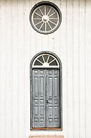 Porta lateral da Igreja São Cristovão. Formosa do Sul, Santa Catarina, Brasil. / <br /> Side door of Sao Cristovão Church. Formosa do Sul, Santa Catarina, Brazil.