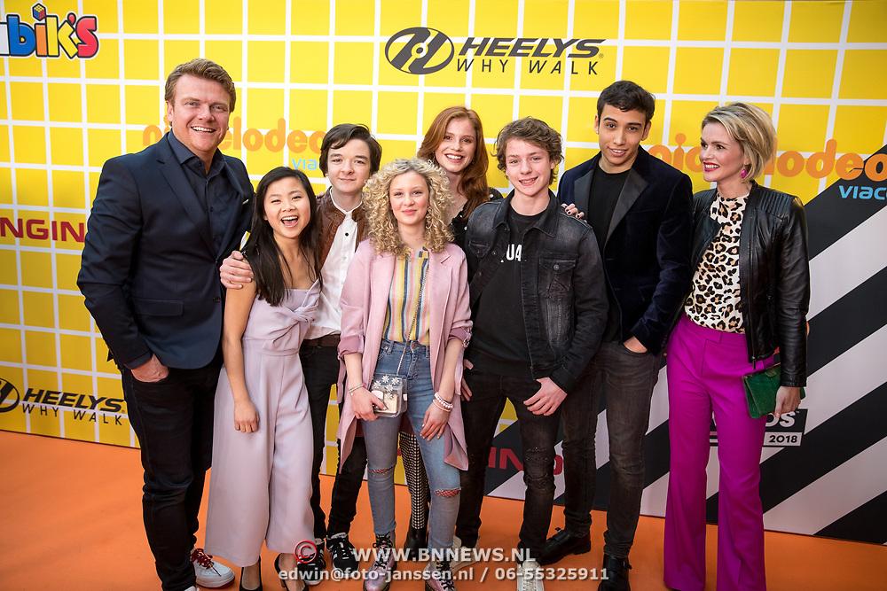 NLD/Amsterdam/20180325 - Nickelodeon Kid's Choice Awards 2018, Spelers uit de serie De Ludwigs, Luca Hollestelle, Cedric van den Abbeele, Rosaline Lantink, Yassine El Ouardi,  met Bastiaan Ragas en Tooske Breugem
