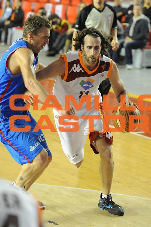 DESCRIZIONE : Roma Lega Basket A 2011-12  Acea Virtus Roma Novipiu Casale Monferrato<br /> GIOCATORE : Luigi Datome<br /> CATEGORIA : palleggio<br /> SQUADRA : Acea Virtus Roma<br /> EVENTO : Campionato Lega A 2011-2012 <br /> GARA : Acea Virtus Roma Novipiu Casale Monferrato<br /> DATA : 29/04/2012<br /> SPORT : Pallacanestro  <br /> AUTORE : Agenzia Ciamillo-Castoria/ GiulioCiamillo<br /> Galleria : Lega Basket A 2011-2012  <br /> Fotonotizia : Roma Lega Basket A 2011-12 Acea Virtus Roma Novipiu Casale Monferrato <br /> Predefinita :