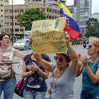 Diferentes protestas por la falta de electricidad, agua y servicios básicos se han desatado en diferentes partes de Caracas, la capital de Venezuela, este domingo. Different protests over the lack of electricity, water and basic services have been unleashed in different parts of Caracas, Venezuela's capital, this Sunday.
