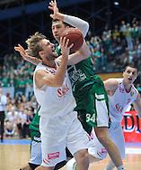 Wroclaw 19/10/2014<br /> Tauron Basket Liga<br /> Sezon 2014/2015<br /> Mecz WKS Slask Wroclaw v Stelmet Zielona Gora<br /> Na zdj. Denis Ikovlev /Slask/ i Adam Hrycaniuk /Stelmet/<br /> Fot. Piotr Hawalej