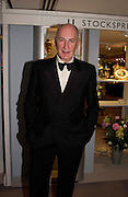 Sir Peter Osborne. The Grosvenor House Art and Antiques Fair charity Gala evening in aid of the NSPCC. 16 June2005. ONE TIME USE ONLY - DO NOT ARCHIVE  © Copyright Photograph by Dafydd Jones 66 Stockwell Park Rd. London SW9 0DA Tel 020 7733 0108 www.dafjones.com