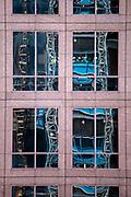 New York, New York, USA, 20120430: Anleggsarbeidere på vei ned en av de mange heisene.  1 World Trade Center passerer høyden til Empire State Building, og blir den høyeste bygningen på den nordlige halvkulen. Foto: Ørjan F. Ellingvåg
