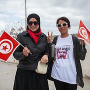 Tunisi, ragazze tunisine alla manfestaizone per la commemorazione dei 40 giorni dalla uccisione di Chokri Belaid
