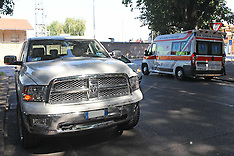 20120731 TAMPONAMENTO TRA PICK UP E AMBULANZA ALL'ANGOLO TRA CORSO PIAVE E VIA SAN GIACOMO
