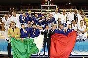 DESCRIZIONE : Pescara Giochi del Mediterraneo 2009 Mediterranean Games Italia Serbia  Italy  Serbia Final Women<br /> GIOCATORE : Team Squadra <br /> SQUADRA : Italia Italy<br /> EVENTO : Pescara Giochi del Mediterraneo 2009<br /> GARA : Italia Serbia  Italy  Serbia<br /> DATA : 02/07/2009<br /> CATEGORIA : Esultanza Podio Oro Medaglia <br /> SPORT : Pallacanestro<br /> AUTORE : Agenzia Ciamillo-Castoria/C.De Massis<br /> Galleria : Giochi del Mediterraneo 2009<br /> Fotonotizia : Pescara Giochi del Mediterraneo 2009 Mediterranean Games Italia Serbia  Italy  Serbia Final Women<br /> Predefinita : si