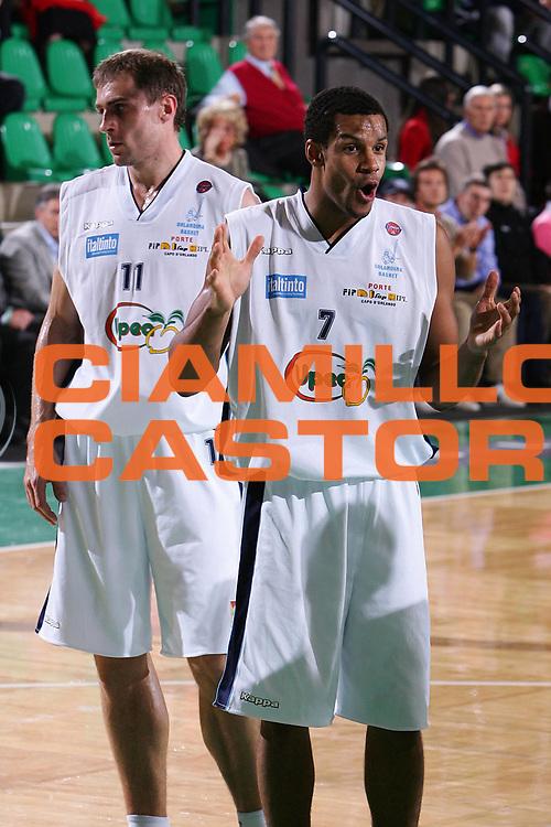 DESCRIZIONE : Treviso Lega A1 2005-06 Benetton Treviso Upea Capo Orlando <br /> GIOCATORE : Nnamaka <br /> SQUADRA : Upea Capo Orlando <br /> EVENTO : Campionato Lega A1 2005-2006 <br /> GARA : Benetton Treviso Upea Capo Orlando <br /> DATA : 03/12/2005 <br /> CATEGORIA : Delusione <br /> SPORT : Pallacanestro <br /> AUTORE : Agenzia Ciamillo-Castoria/S.Silvestri