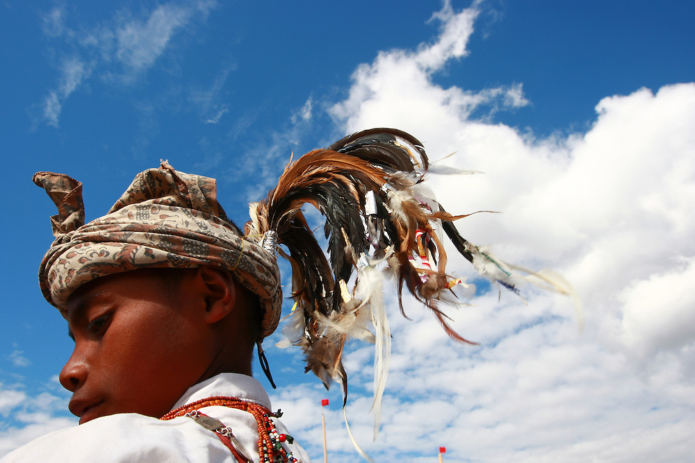 The traditional Manu Fulun headdress characterised by rooster feathers is commonly worn throughout Timor-Leste by men. The Manu Fulun is worn during important occasions, to receive guests or when performing the traditional Adat ceremonies. @ Martine Perret. 12 November 2008
