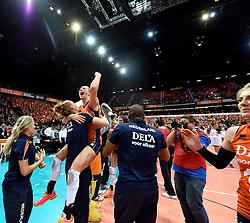 03-10-2015 NED: Volleyball European Championship Semi Final Nederland - Turkije, Rotterdam<br /> Nederland verslaat Turkije in de halve finale met ruime cijfers 3-0 / Maret Balkestein-Grothues #6, Nicole Koolhaas