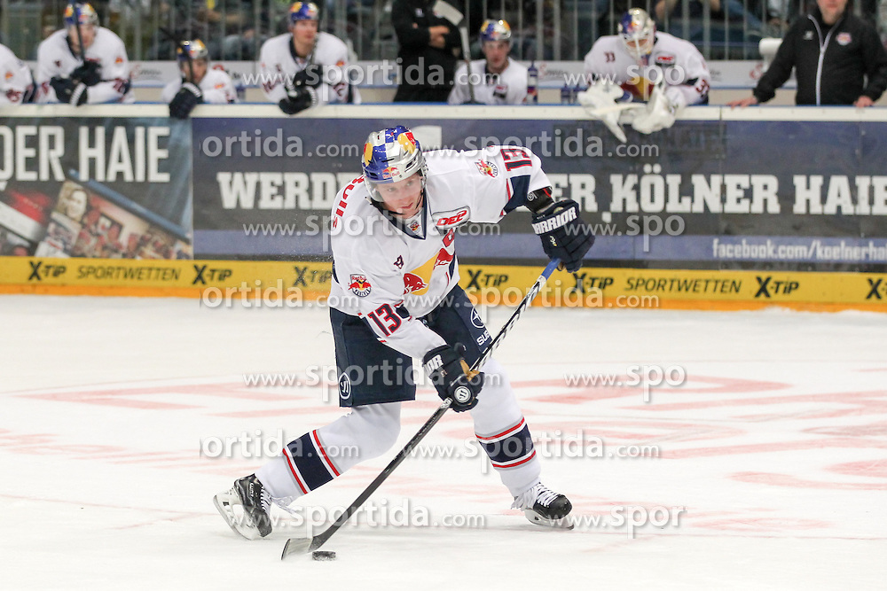 11.09.2015, Lanxess Arena, Koeln, GER, DEL, Koelner Haie vs EHC Red Bull Muenchen, 1. Runde, im Bild Michael Wolf (EHC Red Bull Muenchen) beim Penalty-Schiessen // during the German DEL Icehockey League 1st round match between Koelner Haie and EHC Red Bull Munich at the Lanxess Arena in Koeln, Germany on 2015/09/11. EXPA Pictures &copy; 2015, PhotoCredit: EXPA/ Eibner-Pressefoto/ Fusswinkel<br /> <br /> *****ATTENTION - OUT of GER*****