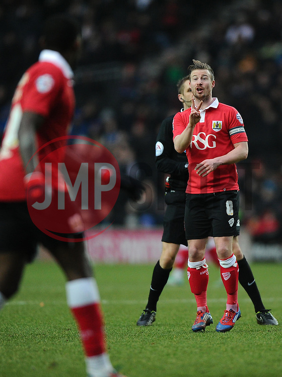 Bristol City's Wade Elliott talks with Bristol City's Jay Emmanuel-Thomas  - Photo mandatory by-line: Joe Meredith/JMP - Mobile: 07966 386802 - 07/02/2015 - SPORT - Football - Milton Keynes - Stadium MK - MK Dons v Bristol City - Sky Bet League One