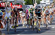 MONTARGIS 20100807. Mark Cavendish jubler for seier mens Thor Hushovd og Edvald Boasson Hagen skuffet registrerer at spurten er tapt. .Foto: Daniel Sannum Lauten/VG