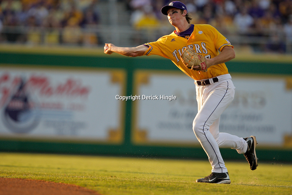 05 June 2009:  LSU second baseman D.J. LeMahieu (17) makes a throw during game one of the NCAA baseball College World Series, Super Regional game between the Rice Owls and the LSU Tigers at Alex Box Stadium in Baton Rouge, Louisiana.