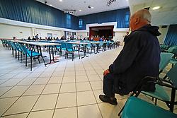 UN AZZERATO CARIFE GUARDA L'UDIENZA<br /> UDIENZA PROCESSO CARIFE CASSA RISPARMIO FERRARA PONTELAGOSCURO