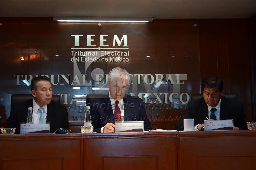 Toluca, México.- Aspectos de la sesión del Tribunal Electoral del Estado de México (TEEM), encabezada por el Magistrado Presidente, Jorge Muciño Escalona, donde determinaron confirmar el triunfo del PRI en Malinalco en la pasadas votaciones del 7 de Junio del 2015. Agencia MVT / Arturo Hernández.