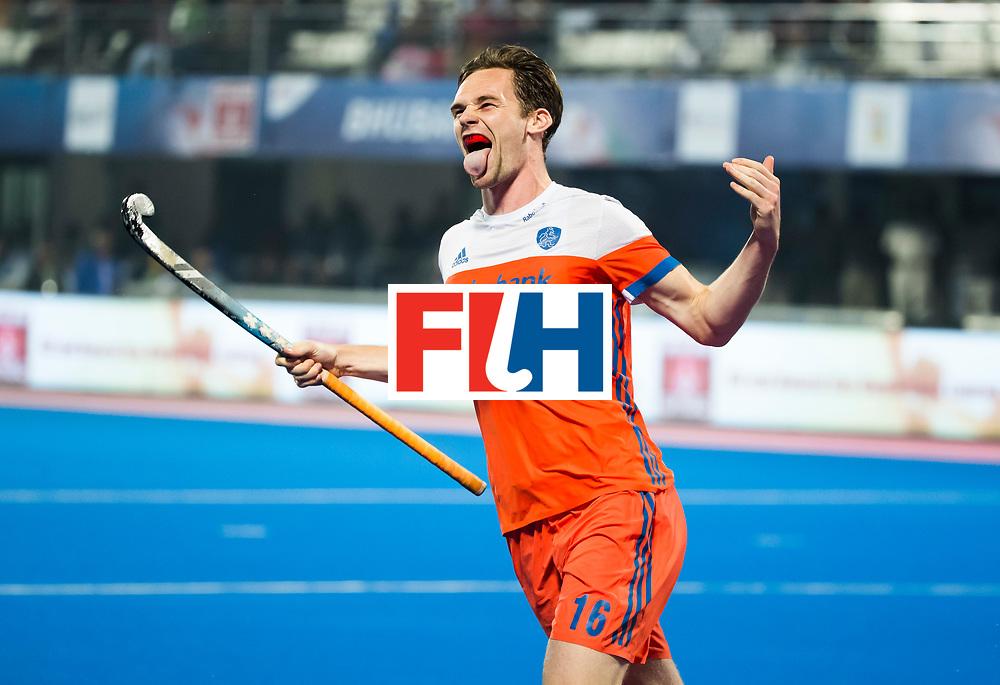 BHUBANESWAR -  Mirco Pruyser (Ned) heeft gescoord  tijdens de Hockey World League Finals , de kwartfinale wedstrijd Duitsland-Nederland (3-3).Duitsland wint na shoot-outs.  Op de achtergrond Bjorn Kellerman (Ned).  COPYRIGHT KOEN SUYK
