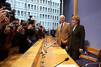 15 NOV 2004, BERLIN/GERMANY:<br /> Edmund Stoiber (L), CSU, Ministerpraesident Bayern, und Angela Merkel (R), CDU Bundesvorsitzende, Fotojournalisten und Kameraleute, vor Beginn einer Pressekonferenz zur Reform der gesetzlichen Krankenversicherung, Bundespressekonferenz<br /> Edmuns Stoiber (L), Minister President Bavaria, and Angela Merkel (R), Chairwoman of the Christian Democratic Union, before a press conference<br /> IMAGE: 20041115-01-007<br /> KEYWORDS: BPK, Kamera, Camera, Fotografen, Journalisten, Journalist