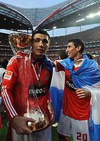 20100509: LISBON, PORTUGAL - SL Benfica vs Rio Ave: Portuguese League 2009/2010, 30th round. In picture:  Oscar Cardozo and Angel Di Maria celebrating with the trophy. PHOTO: Alvaro Isidoro/CITYFILES