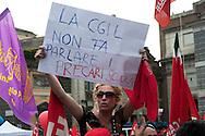 Roma 12 Giugno 2010.Manifestazione dei lavoratori e pensionati del sindacato CGIL per protestare contro la manovra economica del Governo. La contestazione dei precari della scuola.Rome June 12, 2010.Demonstration of workers and pensioners of the CGIL union, to protest the government's economic measure.