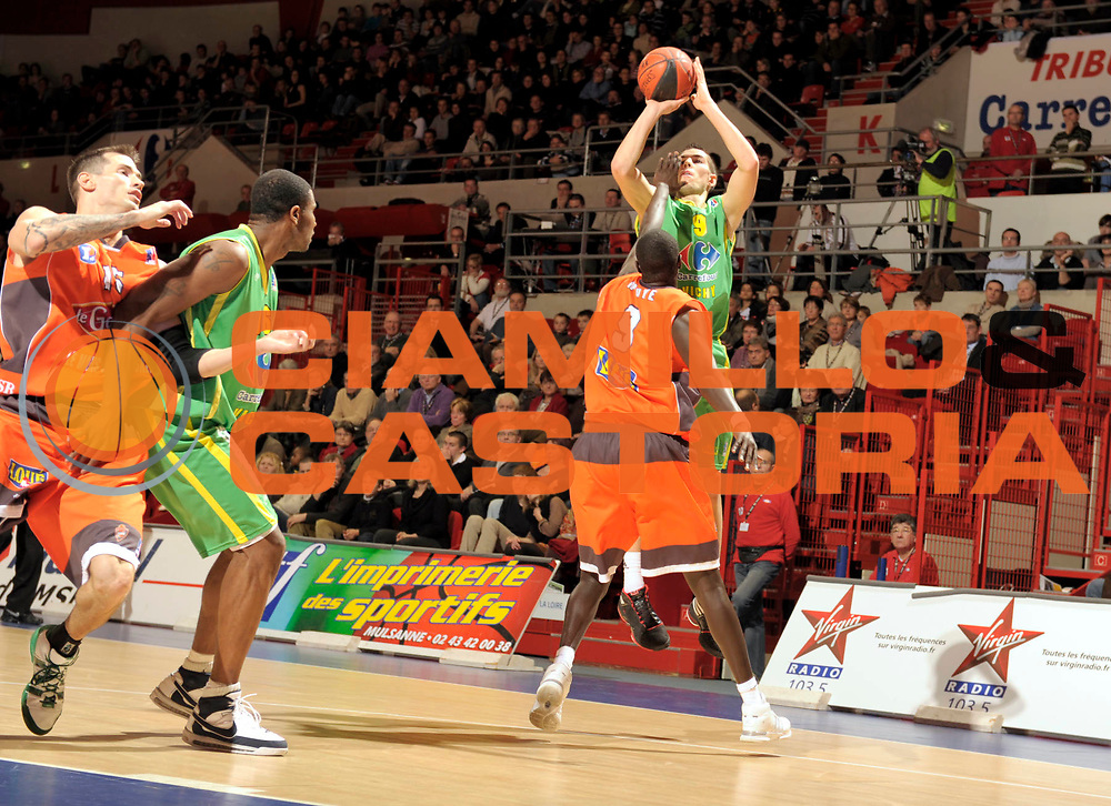 DESCRIZIONE : France Ligue Pro A Msb Le Mans Vichy 14 ieme journee<br /> GIOCATORE : Leloup Jeremy<br /> SQUADRA : Vichy<br /> EVENTO : France Ligue Pro A 2009-2010<br /> GARA : MSB Le Mans Vichy <br /> DATA : 09/01/2010<br /> CATEGORIA : Basketball Action Homme<br /> SPORT : Basketball<br /> AUTORE : JF Molliere par Agenzia Ciamillo-Castoria <br /> Galleria : France Ligue Pro A 2009-2010 <br /> Fotonotizia : France Ligue Pro A 2009-10 Msb Le Mans Vichy <br /> Predefinita :