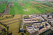 Nederland, Utrecht, Amersfoort, 24-10-2013; de wijk Vathorst, deelplan De Laak. Het stedenbouwkundig plan (van de stedebouwkundigen West8 met Adriaan Geuze )  is gebaseerd op grachten en singels. Grachtenstad. De nieuwe wijk grenst aan de polders tussen Bunschoten-Spakenburg en Nijkerk (rechts aan de horizon).<br /> New housing district Vathorst in Amersfoort, the urban plan of this Canal City, is based on canals with canal house-style houses. Developed by the urban development agency West8, Adriaan Geuze.<br /> luchtfoto (toeslag op standaard tarieven);<br /> aerial photo (additional fee required);<br /> copyright foto/photo Siebe Swart.
