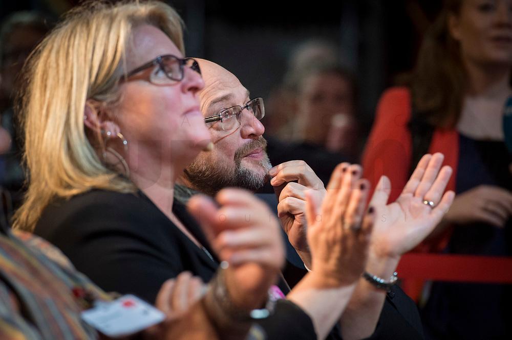 22 MAR 2017, BERLIN/GERMANY:<br /> Martin Schulz, SPD Parteivorsitzender und Spitzenkandidat der SPD zur Bundestagswahl, auf dem Neumitgliedertreffen der Berliner SPD, Festsaal Kreuzberg<br /> IMAGE: 20170322-02-091<br /> KEYWORDS: Martin Schulz, Kanzlerkandidat, candidate