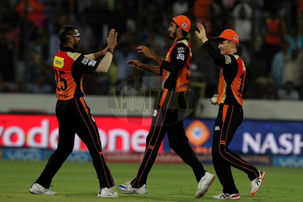 Eoin Morgan of Sunrisers Hyderabad takes a catch of Ajinkya Rahane of Rising Pune Supergiants during match 22 of the Vivo IPL 2016 (Indian Premier League ) between the Sunrisers Hyderabad and the Rising Pune Supergiants held at the Rajiv Gandhi Intl. Cricket Stadium, Hyderabad on the 26th April 2016<br /> <br /> Photo by Rahul Gulati / IPL/ SPORTZPICS