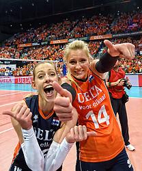 03-10-2015 NED: Volleyball European Championship Semi Final Nederland - Turkije, Rotterdam<br /> Nederland verslaat Turkije in de halve finale met ruime cijfers 3-0 / Debby Stam-Pilon #16, Laura Dijkema #14