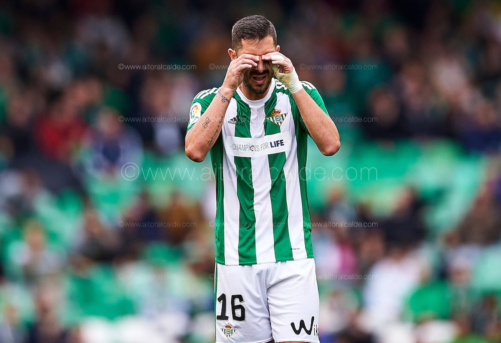 SEVILLE, SPAIN - DECEMBER 04:  Alvaro Cejudo of Real Betis Balompie reacts during La Liga match between Real Betis Balompie an RC Celta de Vigo at Benito Villamarin Stadium on December 4, 2016 in Seville, Spain.  (Photo by Aitor Alcalde Colomer/Getty Images)