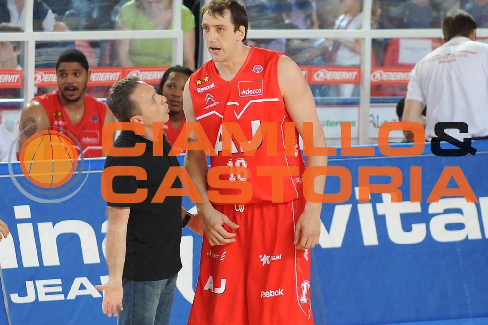 DESCRIZIONE : Teramo Lega A 2008-09 Playoff Quarti di finale Gara 1 Bancatercas Teramo Armani Jeans Milano<br /> GIOCATORE : Piero Bucchi Denis Marconato<br /> SQUADRA : Armani Jeans Milano<br /> EVENTO : Campionato Lega A 2008-2009 <br /> GARA : Bancatercas Teramo Armani Jeans Milano<br /> DATA : 18/05/2009<br /> CATEGORIA : <br /> SPORT : Pallacanestro <br /> AUTORE : Agenzia Ciamillo-Castoria/M.Marchi