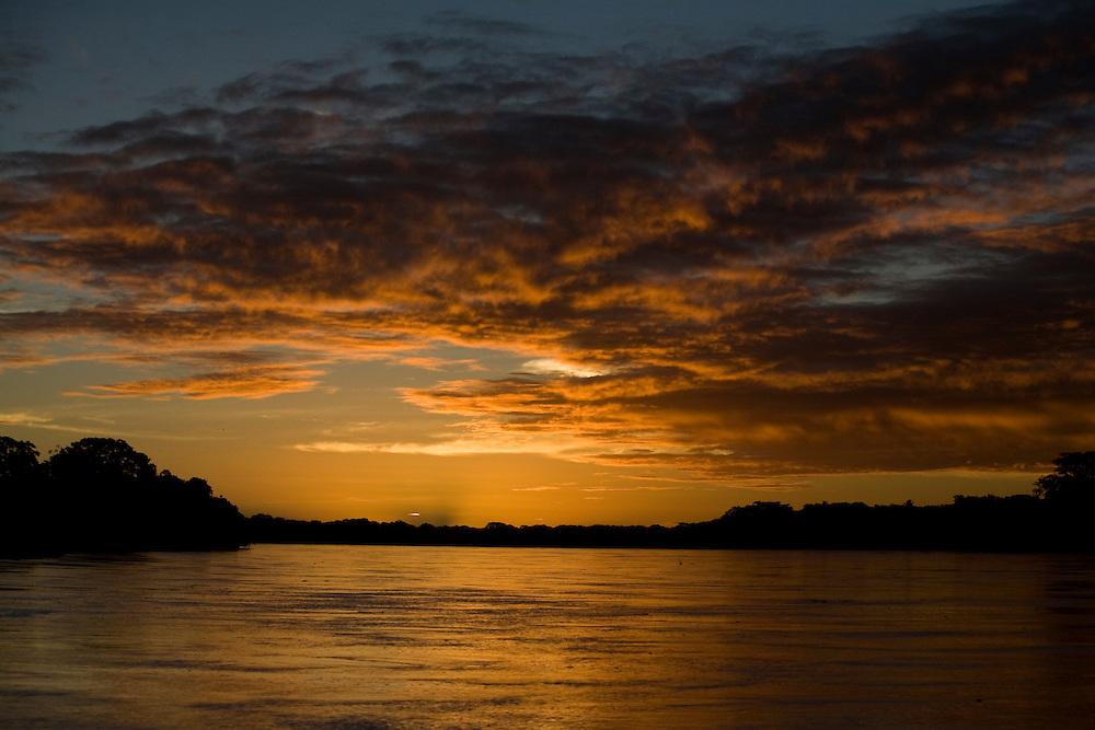 Belmonte _ BA, 09 de Janeiro de 2009...Por do sol no Rio Jequitinhonha...Sunset in Jequitinhonha river...Foto: LEO DRUMOND / NITRO