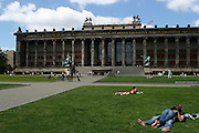 Berlino: lovers at the Lust GarTen and the Altes Museum