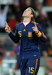 11.07.2010, Soccer-City-Stadion, Johannesburg, RSA, FIFA WM 2010, Finale, Niederlande (NED) vs Spanien (ESP) im Bild Sergio Ramos dankt Gott für den Sieg, EXPA Pictures © 2010, PhotoCredit: EXPA/ InsideFoto/ Perottino *** ATTENTION *** FOR AUSTRIA AND SLOVENIA USE ONLY! / SPORTIDA PHOTO AGENCY
