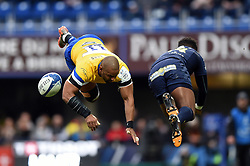 Aled Brew of Bath Rugby and Samuel Ezeala of Clermont Auvergne collide in the air - Mandatory byline: Patrick Khachfe/JMP - 07966 386802 - 15/12/2019 - RUGBY UNION - Stade Marcel-Michelin - Clermont-Ferrand, France - Clermont Auvergne v Bath Rugby - Heineken Champions Cup