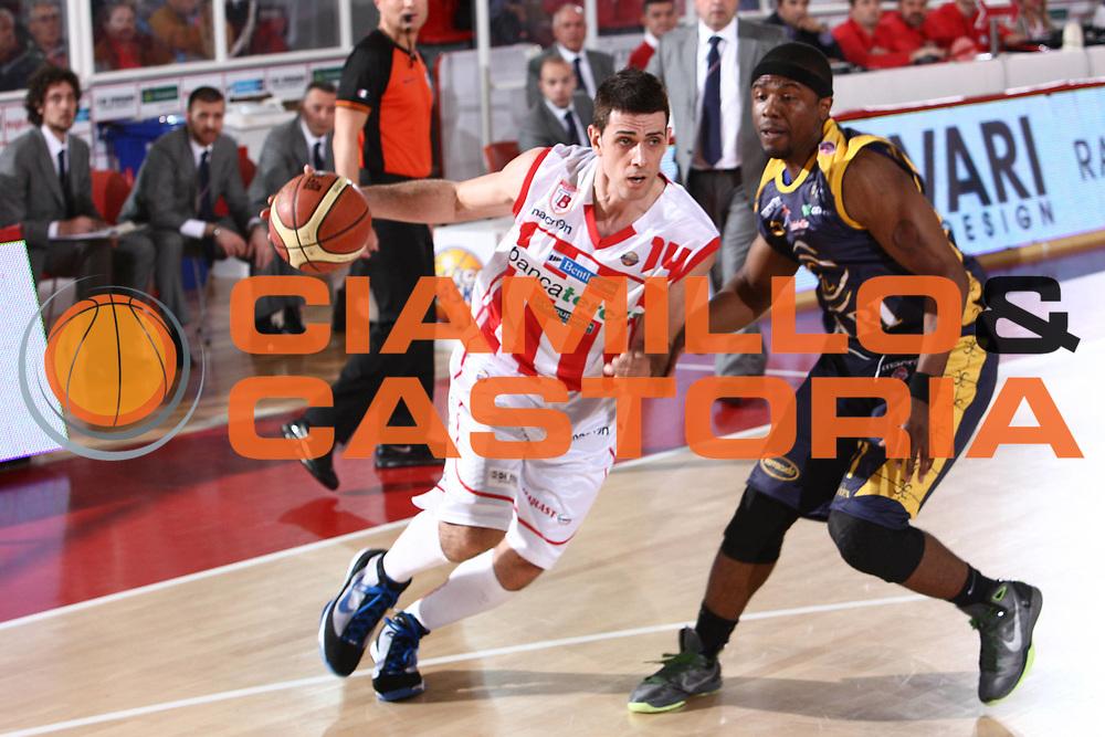 DESCRIZIONE : Teramo Lega A 2010-11 Banca Tercas Teramo Fabi Shoes Montegranaro<br /> GIOCATORE : Rodrigo De La Fuente<br /> SQUADRA : Banca Tercas Teramo<br /> EVENTO : Campionato Lega A 2010-2011<br /> GARA : Banca Tercas Teramo Fabi Shoes Montegranaro<br /> DATA : 23/04/2011<br /> CATEGORIA : palleggio<br /> SPORT : Pallacanestro<br /> AUTORE : Agenzia Ciamillo-Castoria/M.Carrelli<br /> Galleria : Lega Basket A 2010-2011<br /> Fotonotizia : Teramo Lega A 2010-11 Banca Tercas Teramo Fabi Shoes Montegranaro<br /> Predefinita :