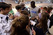 DESCRIZIONE : Ancona raduno nazionale maschile senior - allenamento e autografi<br /> GIOCATORE : David Cournooh<br /> CATEGORIA : nazionale maschile senior<br /> GARA : Ancona raduno nazionale maschile senior - allenamento e autografi<br /> DATA : 09/04/2014<br /> AUTORE : Agenzia Ciamillo-Castoria
