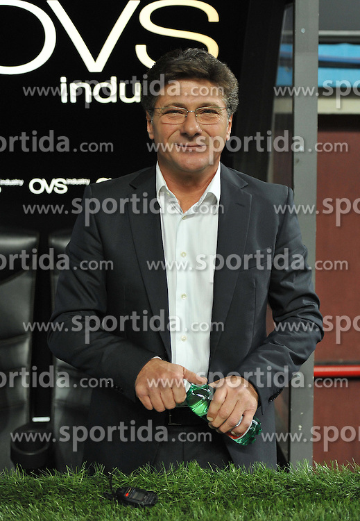 01.10.2011, Giuseppe Meazza Stadion, Mailand, ITA, Serie A, Inter Mailand vs SSC Neapel, im Bild Walter MAZZARRI (Napoli). // during Serie A football match between Inter Milan and Napoli at Giuseppe Meazza Stadium in Milan, Italy on 1/10/2011. EXPA Pictures © 2011, PhotoCredit: EXPA/ InsideFoto/ Alessandro Sabattini +++++ ATTENTION - FOR AUSTRIA/(AUT), SLOVENIA/(SLO), SERBIA/(SRB), CROATIA/(CRO), SWISS/(SUI) and SWEDEN/(SWE) CLIENT ONLY +++++