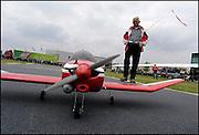 Nederland, Elst, 17-5-2003Modelbouw markt. Radiografisch bestuurbare vliegtuigen . Speelgoed voor mannen, hobby, knutselen, vrije tijd, vliegshow, recreatieFoto: Flip Franssen/Hollandse Hoogte