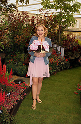 Actress SOPHIA MYLES at the 2005 RHS Chelsea Flower Show on 23rd May 2005<br /><br />NON EXCLUSIVE - WORLD RIGHTS
