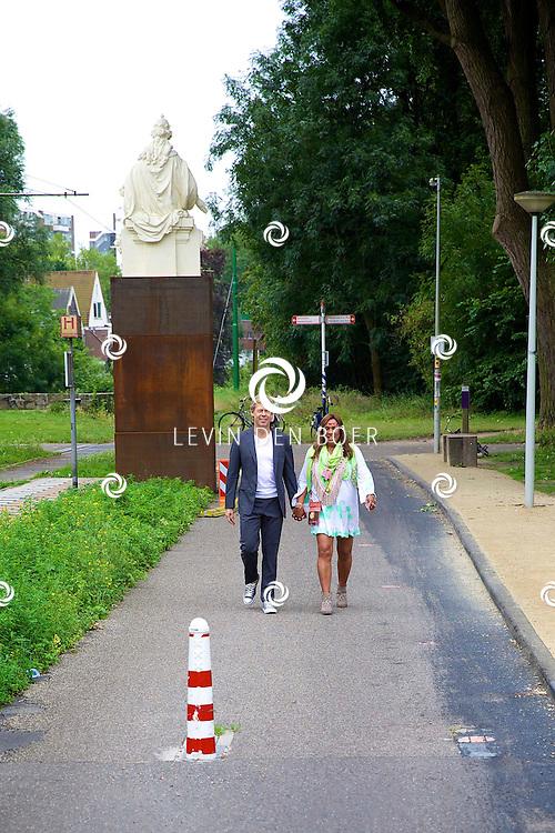 AMSTERDAM - Vandaag is de persdag geweest van het nieuwe SBS6 reallife soap 'Patty's Big Fat Ibiza Wedding'. Met hier op de foto  Patty Brard en Antoine van de Vijver. FOTO LEVIN DEN BOER - PERSFOTO.NU