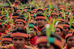 August 13, 2017 - Gayo Lues, Aceh, Indonesia - Around 12,262 dancers took part in a record-breaking traditional Saman dance performance in Gayo Lues District on August 13, 2017, in Aceh Province, Indonesia. The traditional Saman dance has been categorized as an intangible cultural heritage by UNESCO on 2011. (Credit Image: © Fachrul Reza/NurPhoto via ZUMA Press)