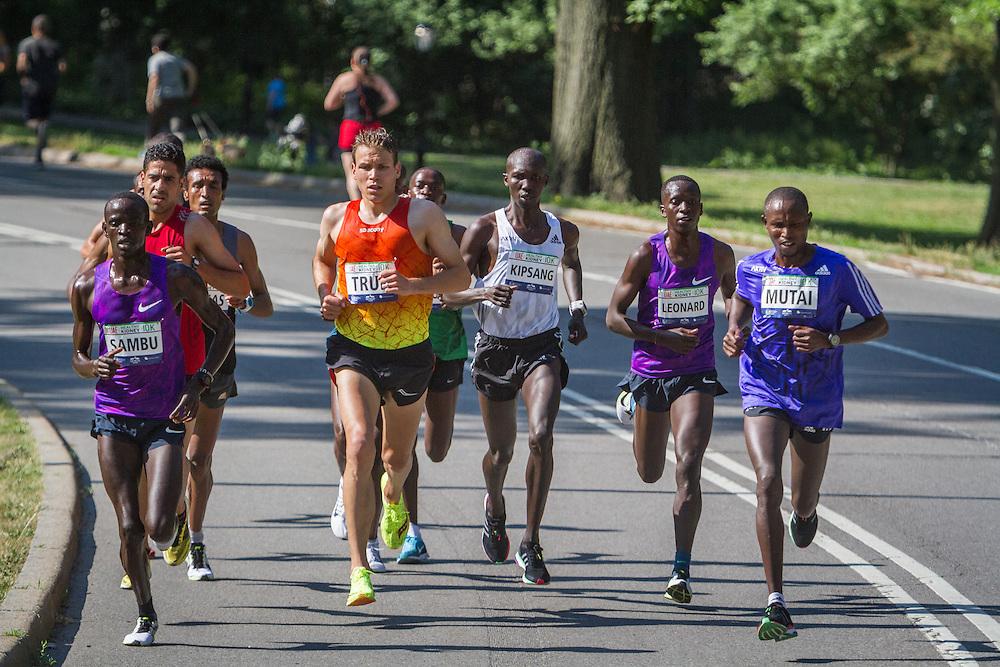 UAE Healthy Kidney 10K, lead pack of men