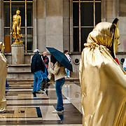 THE COLORS OF PARIS / LOS COLORES DE PARÍS<br /> París - Francia 2008<br /> Photography by Aaron Sosa<br /> <br /> París es la capital de Francia y de la región de Isla de Francia. Constituida en la única comuna unidepartamental del país, está situada a ambas márgenes de un largo meandro del río Sena, en el centro de la Cuenca parisina, entre la confluencia del río Marne y el Sena, aguas arriba, y el Oise y el Sena, aguas abajo.<br /> La ciudad de París dentro de sus estrechos límites administrativos tiene una población de 2.193.031 habitantes (2007).3 Sin embargo, durante el siglo XX, el área metropolitana de París se expandió más allá de los límites del municipio de París, y es hoy en día la tercera ciudad más grande del continente europeo, con una población de 11.836.970 habitantes (2007).<br /> La región de París (Isla de Francia) es, junto con Londres, el centro económico más importante de Europa. Con 552,7 mil millones de euros (813,4 mil millones de dólares), produjo más de una cuarta parte del Producto Interior Bruto (PIB) de Francia en 2008. La Défense es el primer barrio de negocios de Europa,  alberga la sede social de casi la mitad de las grandes empresas francesas, así como la sede de veinte de las 100 más grandes del mundo. París también acoge muchas organizaciones internacionales como la Unesco, la OCDE, la Cámara de Comercio Internacional o el Club de París.<br /> La ciudad es el destino turístico más popular del mundo, con más de 26 millones de visitantes extranjeros por año. <br /> <br /> Paris is the capital and largest city in France, situated on the river Seine, in northern France, at the heart of the Île-de-France region (or Paris Region, French: Région parisienne). The city of Paris, within its administrative limits (the 20 arrondissements) largely unchanged since 1860, has an estimated population of 2,211,297 (January 2008), but the Paris metropolitan area has a population of 12,089,098,(January 2008), and is one of the most populated metropo
