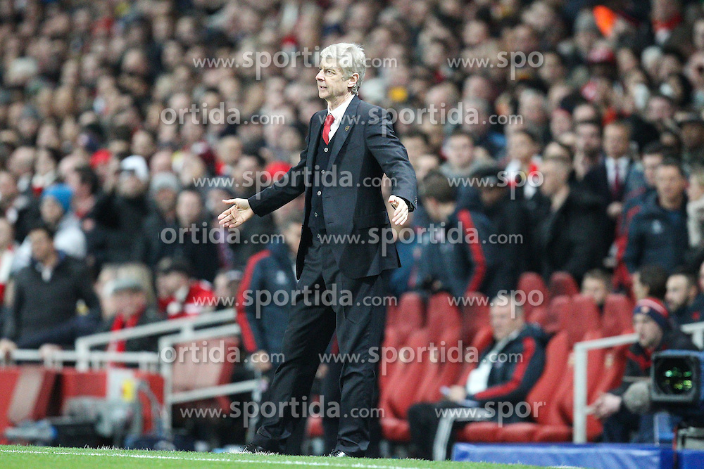 19.02.2014, Emirates Stadion, London, ENG, UEFA CL, FC Arsenal vs FC Bayern Muenchen, Achtelfinale, im Bild Chef-Trainer Arsene WENGER (FC Arsenal London), fassungslos, verzweifelt, ratlos, Gestik, zerstoert, frustriert, Emotion, // during the UEFA Champions League Round of 16 match between FC Arsenal and FC Bayern Munich at the Emirates Stadion in London, Great Britain on 2014/02/19. EXPA Pictures © 2014, PhotoCredit: EXPA/ Eibner-Pressefoto/ Kolbert<br /> <br /> *****ATTENTION - OUT of GER*****