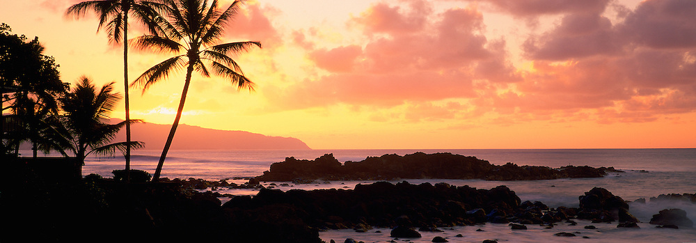 Sunset, North Shore, Oahu, Hawaii, USA<br />