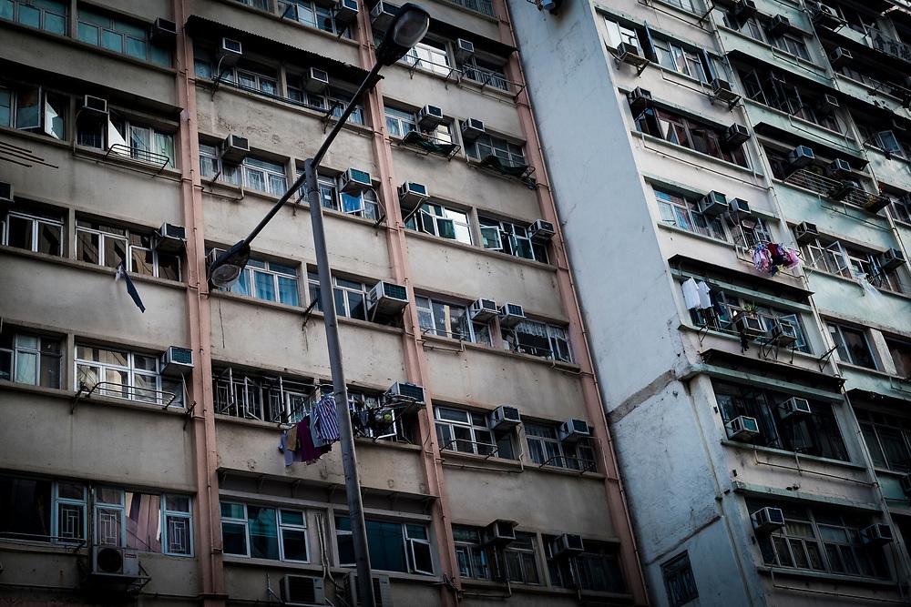 Hong Kong, China - Buildings in the Quarry Bay area of Hong Kong on April 29, 2018 in Hong Kong, China. The independent territory, the world's tenth largest trading power and third largest financial centre, is experiencing major overpopulation problems.Hong Kong, Chine - Bâtiments dans la zone de Quarry Bay de Hong Kong le 29 avril 2018 à Hong Kong, Chine. Le territoire indépendant, dixième puissance commerciale mondiale et troisième place financière mondiale, connaît d'importants problèmes de surpopulation.