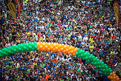 © Licensed to London News Pictures . 22/05/2016 . Manchester , UK . Runners pre race on Portland Street at the start . The Great Manchester Run in Manchester City Centre . Photo credit : Joel Goodman/LNP